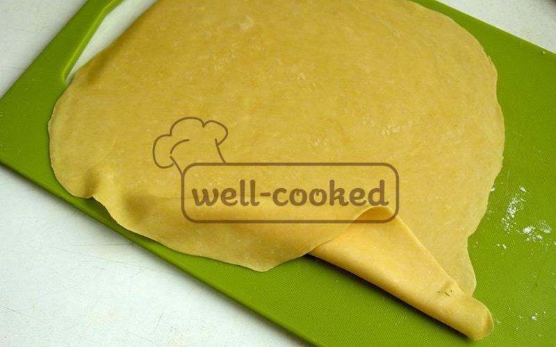 тонко раскатываем тесто