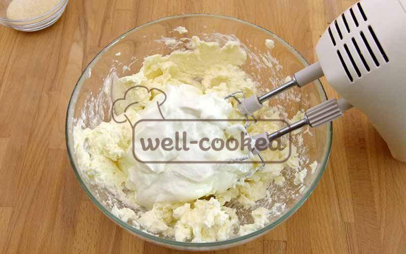 Творожный сыр, йогурт и сахар