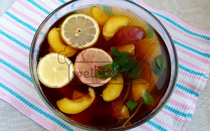 для сладости добавляем сироп из вишни