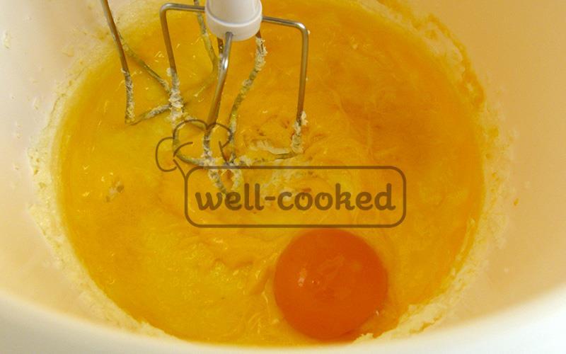 Добавляем желток
