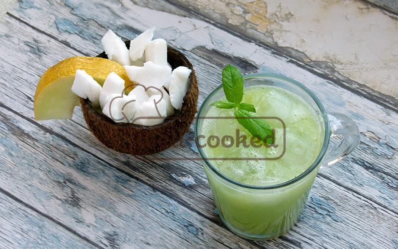 коктейль из дыни, кокоса и огурца