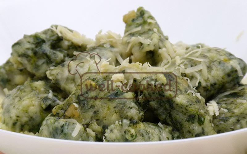 Готовые вареники со шпинатом