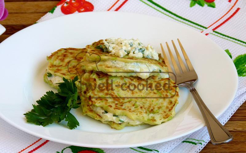 оладьи из кабачка с сырной начинкой