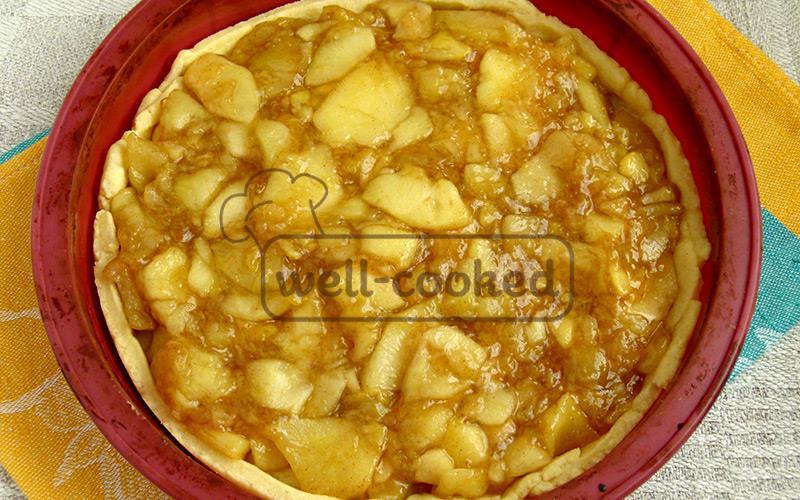 выкладываем начинку из яблок