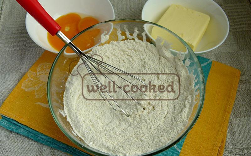 смешиваем муку, сахарную пудру и разрыхлитель