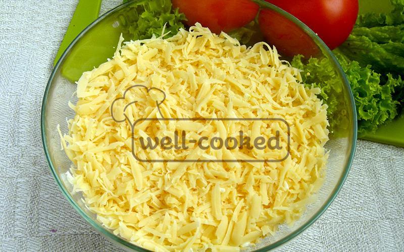 посыпаем натертым сыром