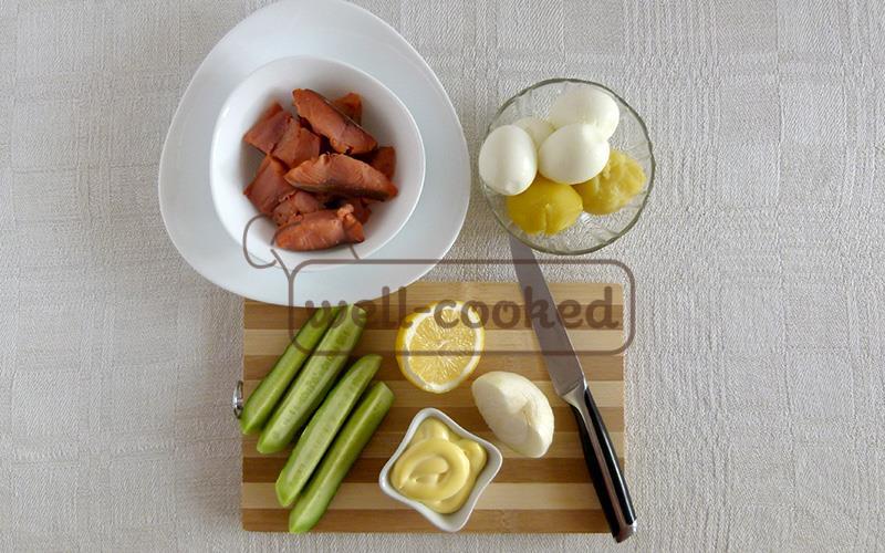 Салат с соленой красной рыбой ингредиенты