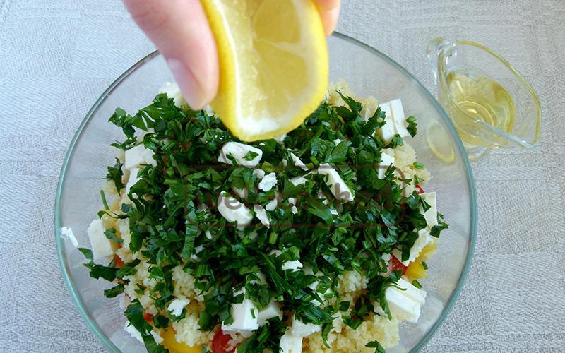 заправляем лимонным соком и растительным маслом