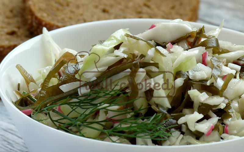 Салат из морской капусты и крабовых палочек рецепт