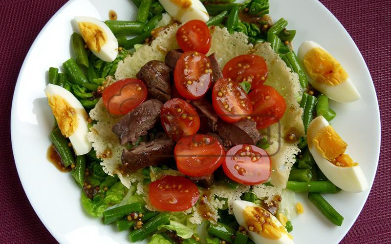 салат с печенью и зелёной фасолью