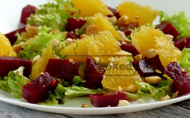 вкусный салат со свеклой, апельсинами и орехами