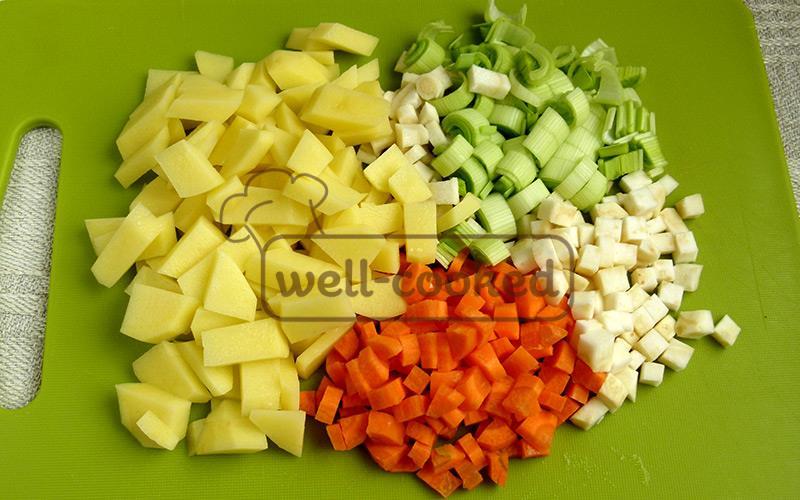 нарезаем овощи кусочками одинакового размера