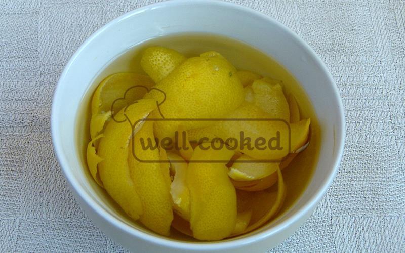 Замачиваем апельсиновые корки в воде