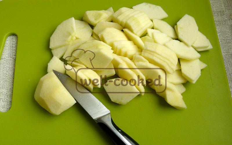 чистим и нарезаем яблоки