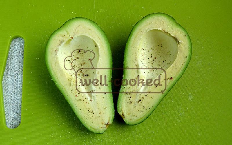 солим и перчим авокадо