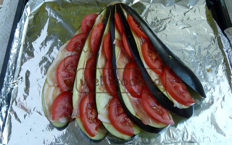 добавляем долькт помидоров
